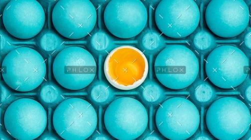 demo-attachment-8-minimal-visual-art-design-with-eggs-PEHTYBQ